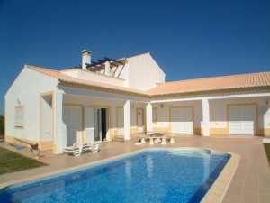 SOLD: Vale da Telha, Sector G, 3-bedroomed villa